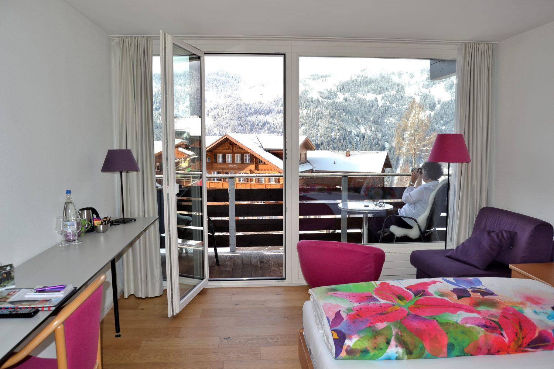 Book balcony room in hotel b ren wengen for Balcony booking